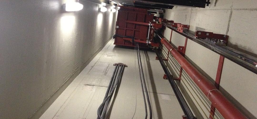 Beispielfoto Aufzugschacht, stehende Kabine